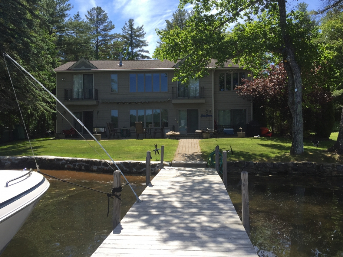 Spacious Winnipesaukee Lakefront with Be - Hotels in